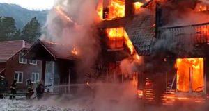 В парк-отеле «Манжерок» произошел крупный пожар (видео)