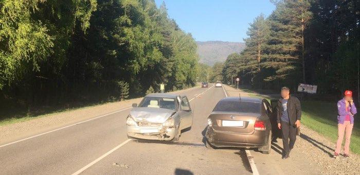 Житель Горно-Алтайска на ВАЗ протаранил Volkswagen Polo