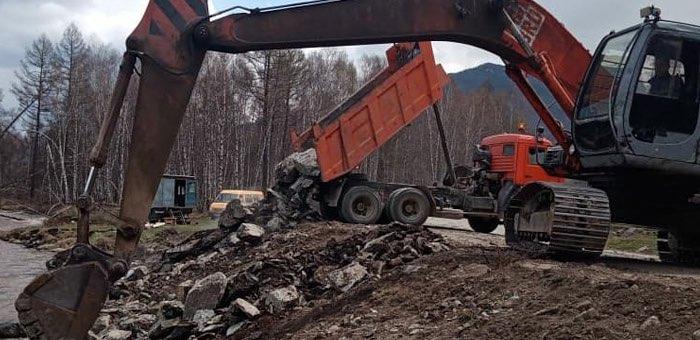 Продолжается ремонт дороги из Усть-Кана в Коргон