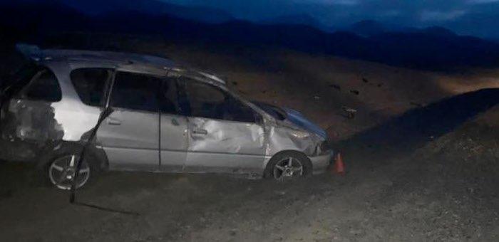 Возле Ортолыка перевернулся автомобиль, четыре человека госпитализированы