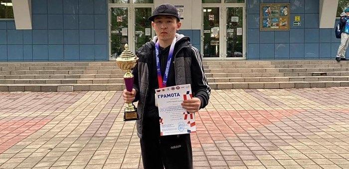 Алексей Куртугашев стал чемпионом Сибири по боксу