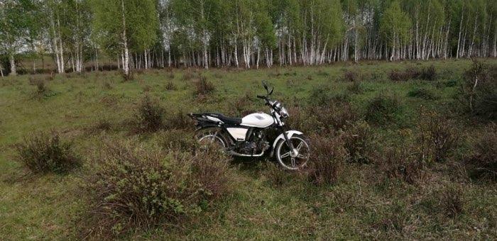 14-летний подросток госпитализирован после столкновения УАЗ и мотоцикла на проселочной дороге