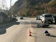 Мотоциклист оказался в больнице с тяжелыми травмами из-за беспечной вождения горожанки
