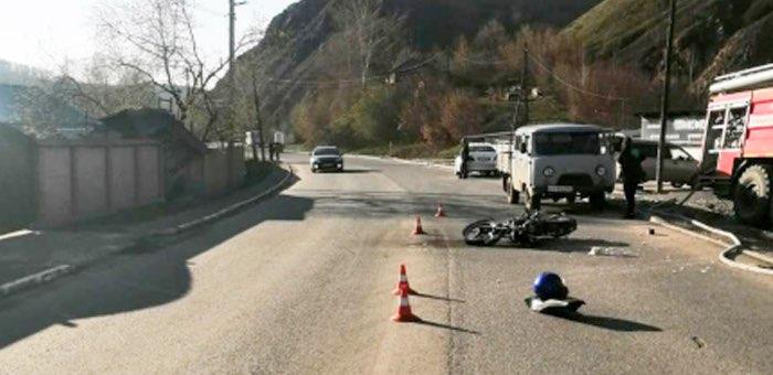 Мотоциклист оказался в больнице с тяжелыми травмами из-за беспечной горожанки