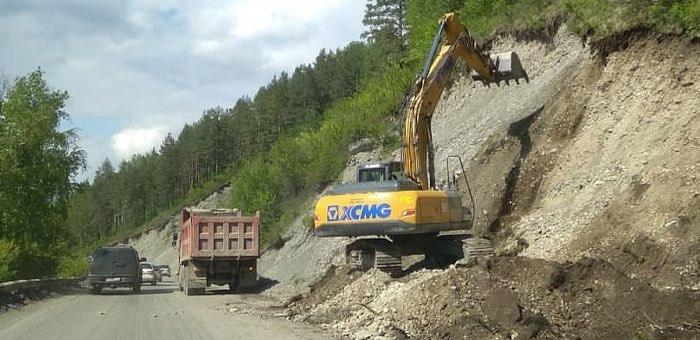 Начался ремонт Чемальского тракта в селе Элекмонар