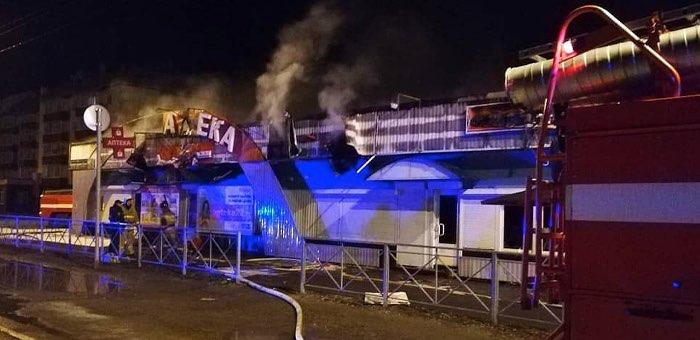 В Майме сгорел придорожный торговый ряд