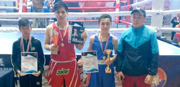Два «золота» завоевали боксеры с Алтая в Кузбассе