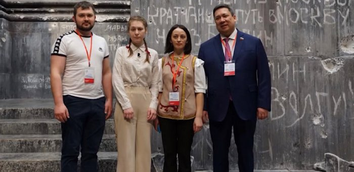 Диана Гурцкая, сенатор Полетаев и победители патриотического конкурса исполнили песню «Тальяночка»