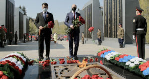 В Горно-Алтайске состоялось возложение цветов к Вечному огню