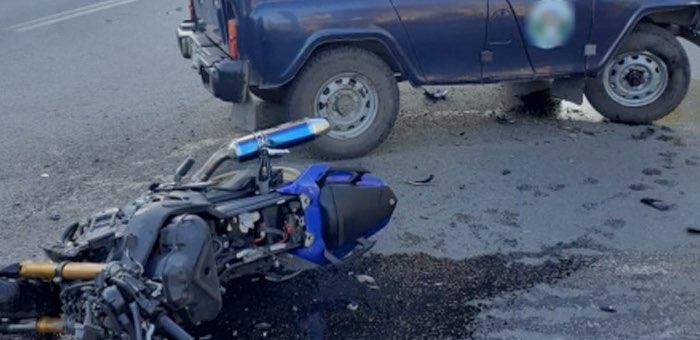 В Горно-Алтайске мотоцикл столкнулся с автомобилем УАЗ, мотоциклист погиб