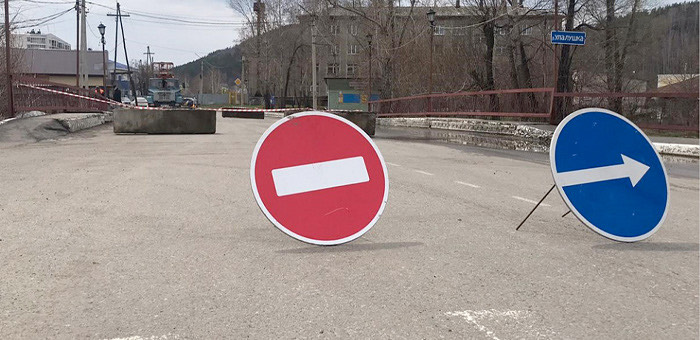 В Горно-Алтайске ведутся работы по восстановлению мостовых переходов