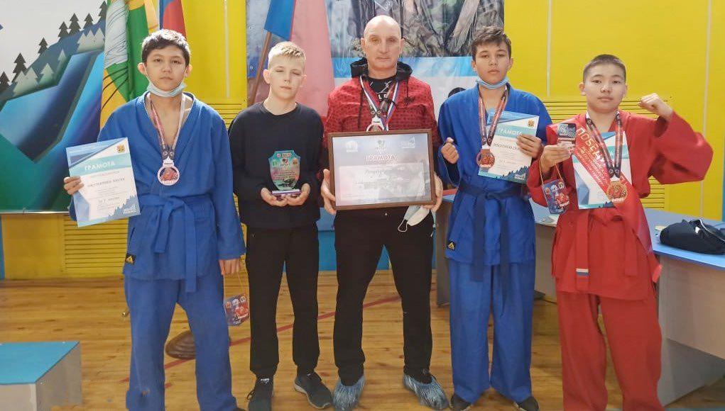 Спортсмены с Алтая успешно выступили на соревнованиях по универсальному бою