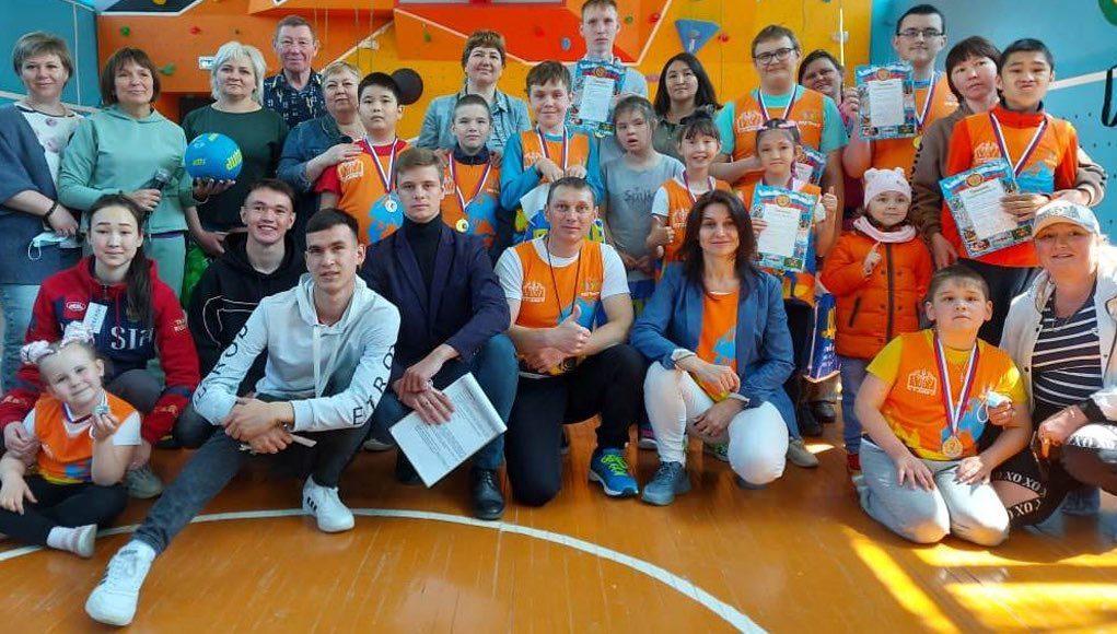 Соревнования по адаптивному скалолазанию прошли в Горно-Алтайске