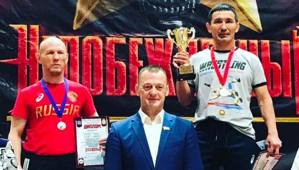 Тренер из Республики Алтай завоевал золото на всероссийских соревнованиях по греко-римской борьбе