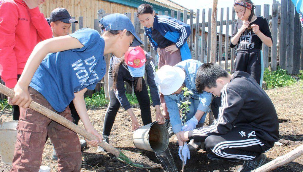 В Верх-Апшуяхте заложили сад в память о Валерии Чаптынове