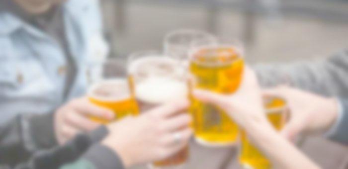 Пиво, чипсы и жвачку украла девушка из кафе, чтобы отметить встречу с друзьями