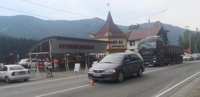 Турист из Новосибирска сбил 8-летнюю туристку из Кемерова, перебегавшую дорогу в Баранголе