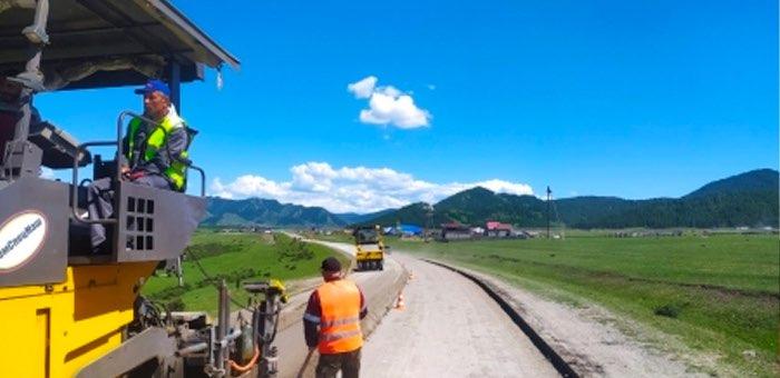 В Усть-Кане ремонтируют центральные улицы