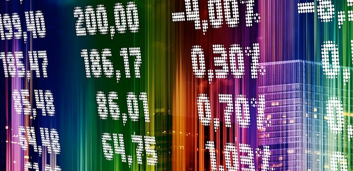 Желая заработать на бирже, горожанин перевел мошенникам почти миллион рублей
