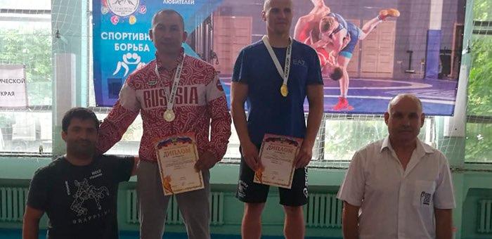 Спортсмен с Алтая стал призером соревнований по греко-римской борьбе среди ветеранов