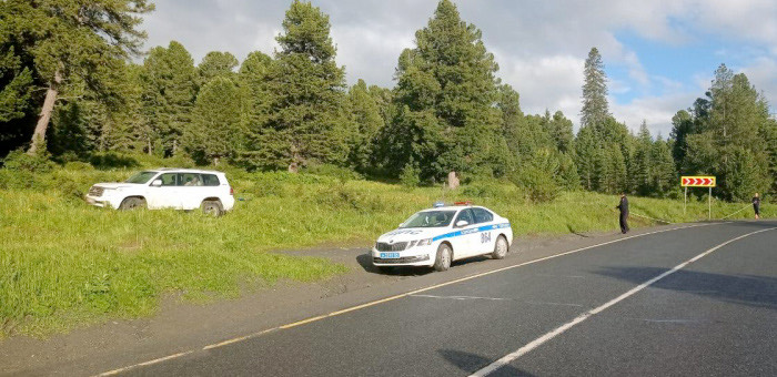 Омич на Toyota Land Cruiser попал в ДТП на Семинском перевале