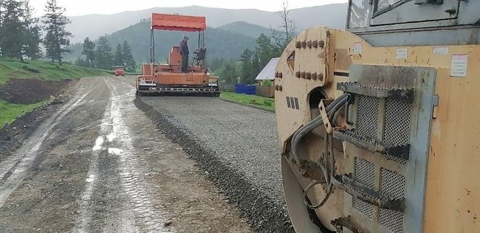 Продолжается ремонт дороги из Шебалино в Каспу