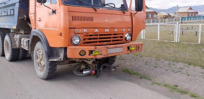 16-летний мотоциклист погиб под колесами КАМАЗа