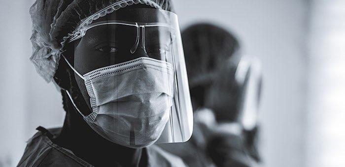 Сотрудница морга, заразившаяся «ковидом», через суд добилась признания своего случая страховым