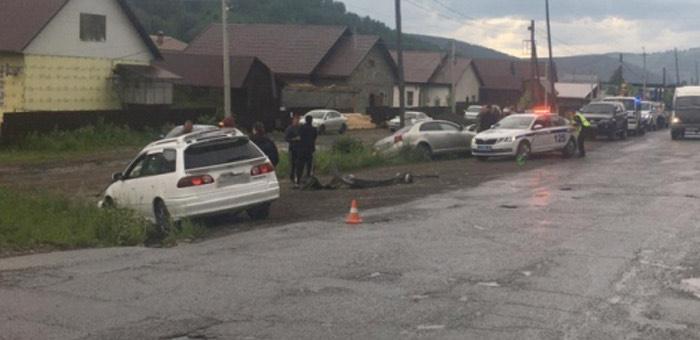 На Барнаульской столкнулись иномарки: нетрезвый водитель выехал на встречку