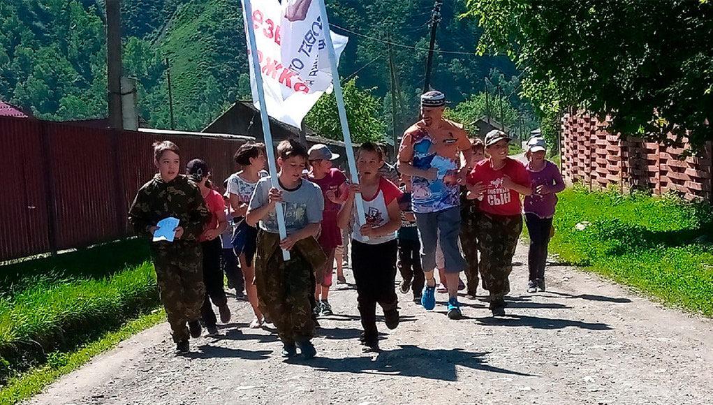 Марафонец возглавил трезвую пробежку в селе Мыюта