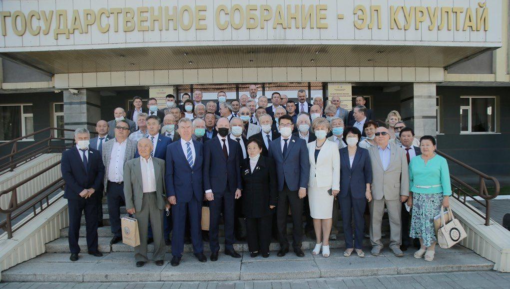 Состоялось торжественное заседание в честь 30-летия республики и 256-летия вхождения Алтая в состав России