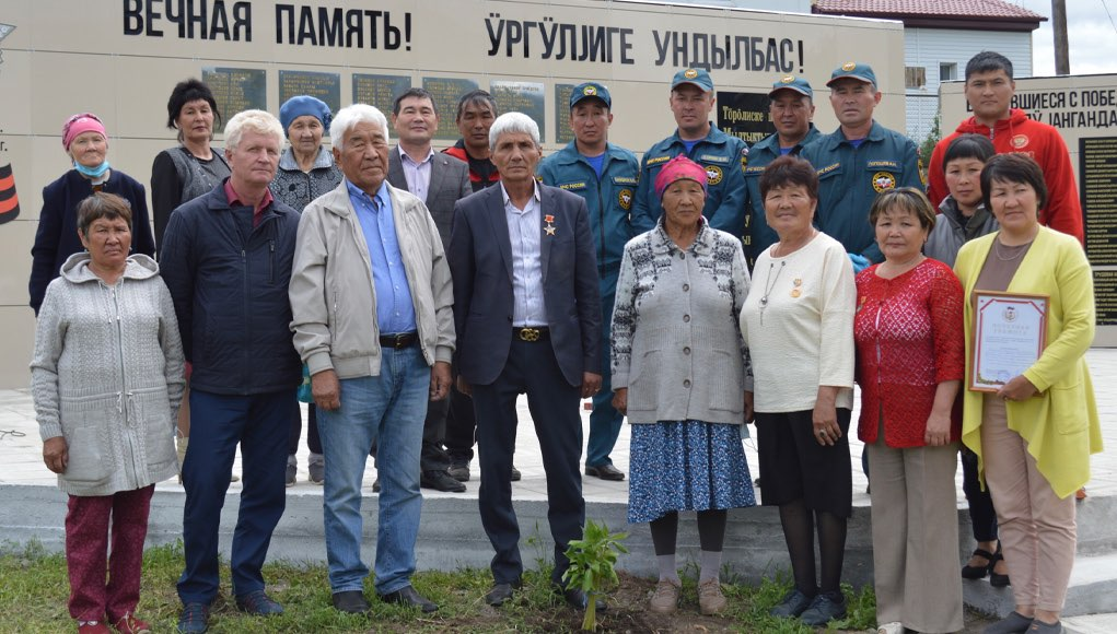 В селе Купчегень открыли обновленный памятник воинам-землякам