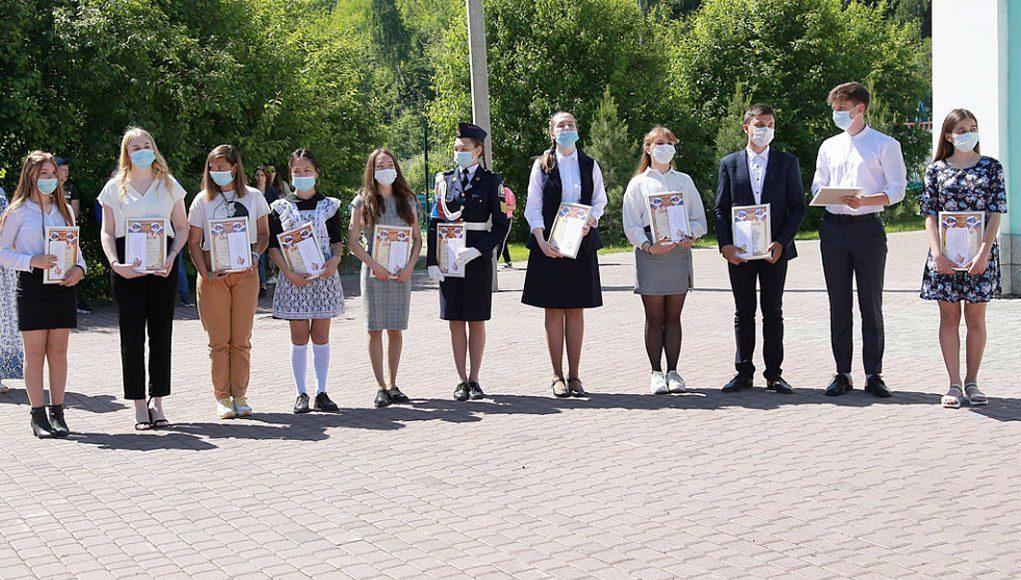 Лучшие школьники получили премии мэра Горно-Алтайска