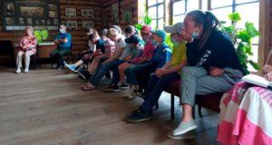 Уроки краеведения. Дети побывали на художественных выставках в Чемальском районе