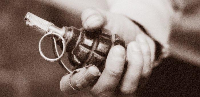 Тик-токер, бросивший муляж гранаты в полицейских, приговорен к реальному сроку