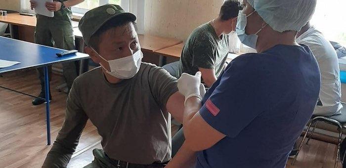 Пограничники самой отдаленной погранзаставы получили прививку от коронавируса