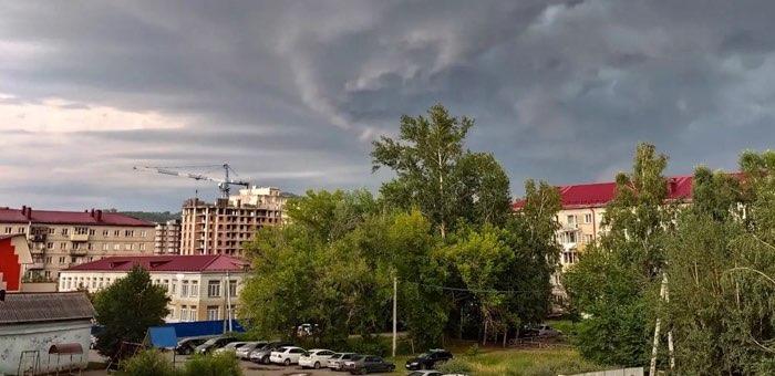 На Алтае сохраняется жаркая погода с кратковременными дождями и грозами