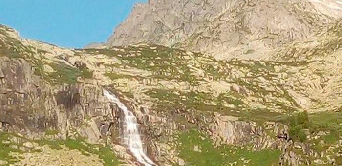 Туриста из Москвы благополучно сняли со скалы