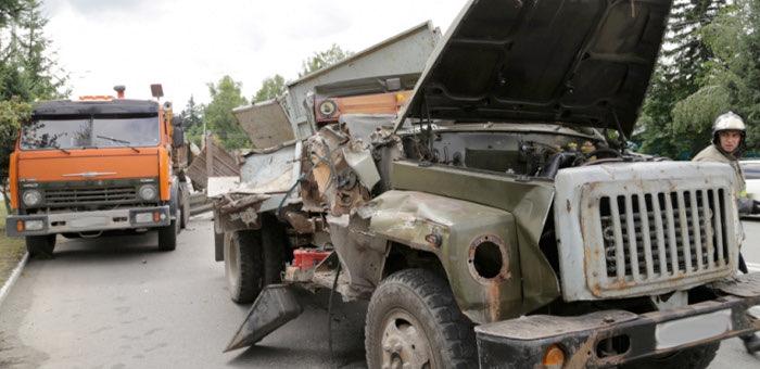 Два грузовых автомобиля столкнулись в Горно-Алтайске