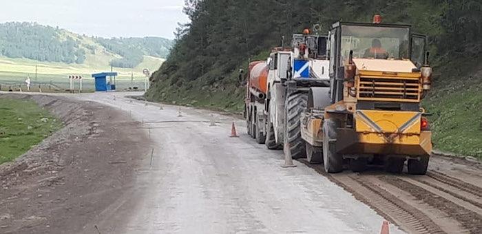 На дороге Усть-Кан – Кырлык появится новое асфальтобетонное покрытие