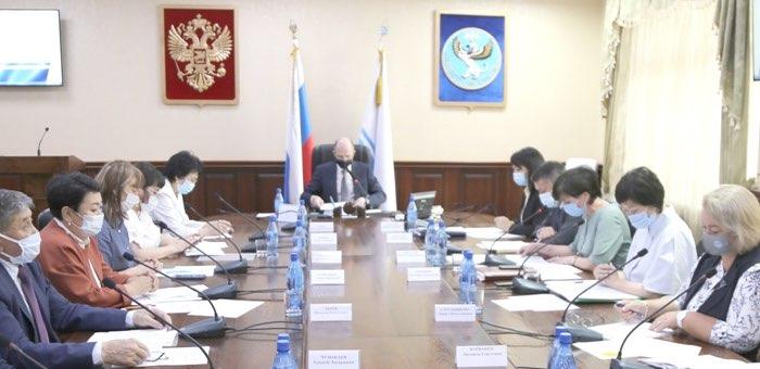Заседание Совета по алтайскому языку провел глава республики