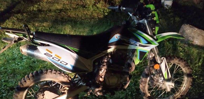 12-летний мальчик взял у деда мотоцикл покататься и сбил женщину