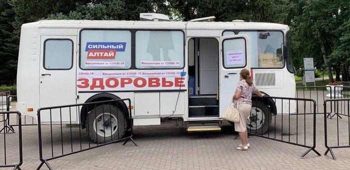 На центральной площади Горно-Алтайска начал работу мобильный пункт вакцинации