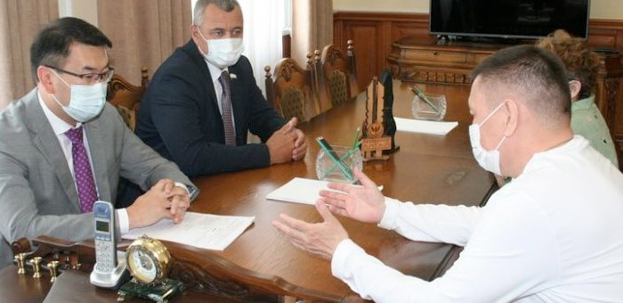 Председатель Госсобрания и сенатор Григорий Ледков обсудили меры поддержки КМН