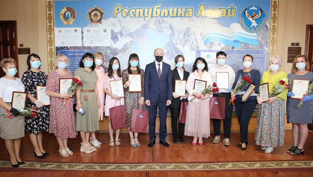Олег Хорохордин поздравил выпускников, получивших лучшие результаты на ЕГЭ