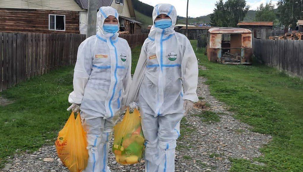 Добрость духа: усть-канские волонтеры помогают бороться с пандемией