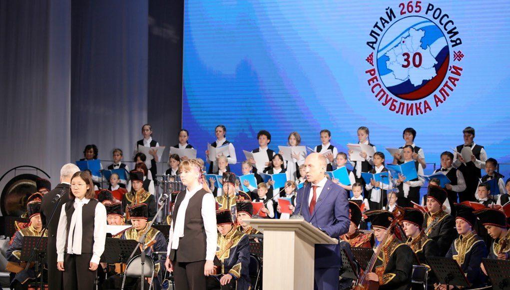 30-летие Республики Алтай отметили в Национальном театре