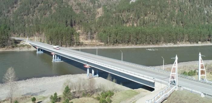 На мосту через Катунь на Чуйском тракте устанавливают системы безопасности
