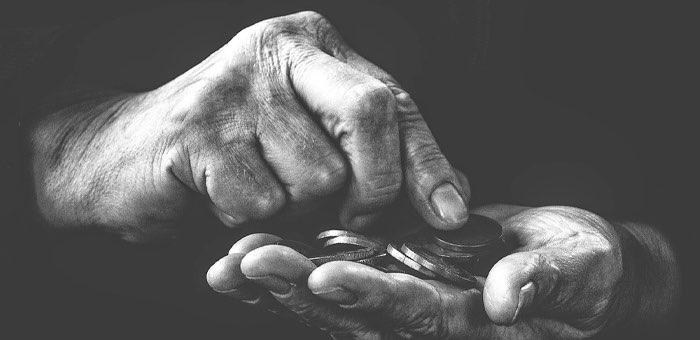 Пенсионер второй раз за год стал жертвой жуликов: он вновь поверил в выдуманные компенсации