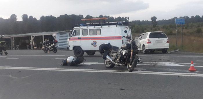 Очередное ДТП на Семинском: столкнулись автомобиль и мотоцикл